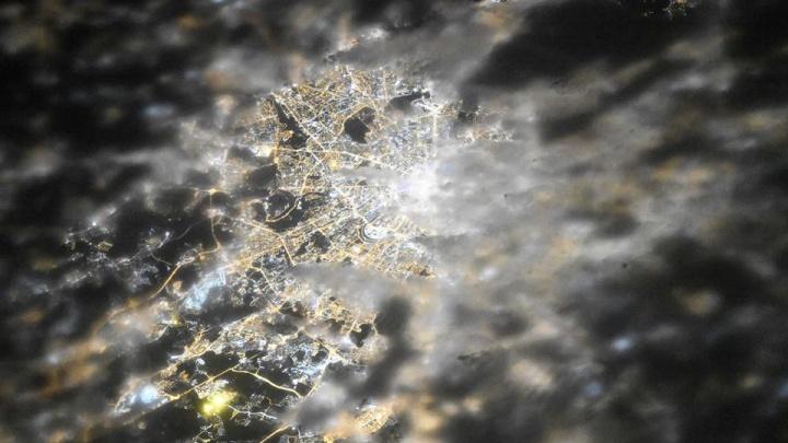 Самарский космонавт сфотографировал «свет московских окон»