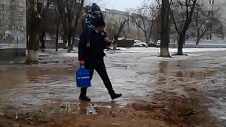 И вдруг пришла зима: в Волгограде дорогу к садику для детей-колясочников бросили разбитой до весны