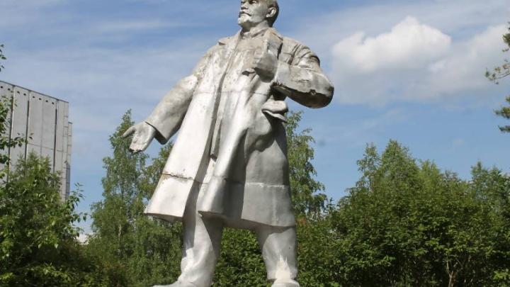 В Соломбале разрушается памятник вождю мирового пролетариата