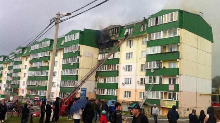 «Квартиры заливает»: сгоревшая под Челябинском многоэтажка больше месяца остаётся без крыши