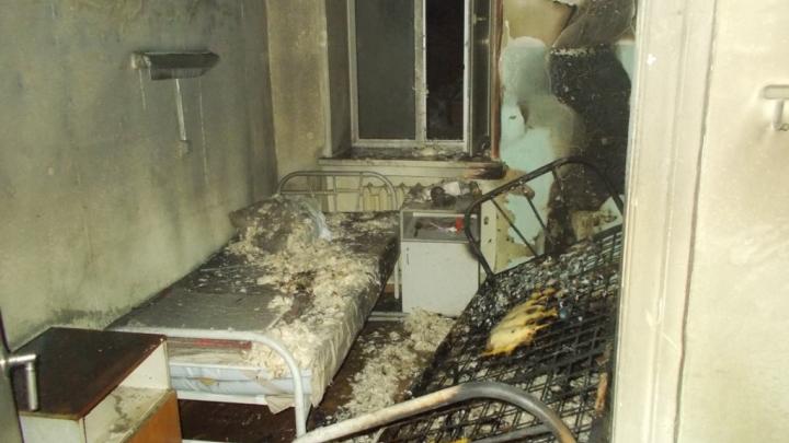 Загорелись вещи в палате, эвакуировали 160 пациентов: подробности вечернего пожара в больнице