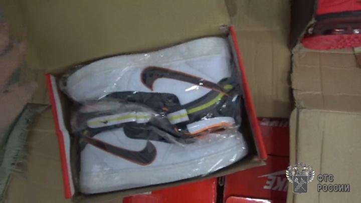 Ущерб на восемь миллионов: челябинская таможня задержала контрафакт популярных марок одежды и обуви
