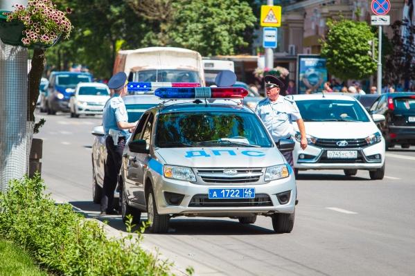 Полицейские выявляют водителей на правонарушения
