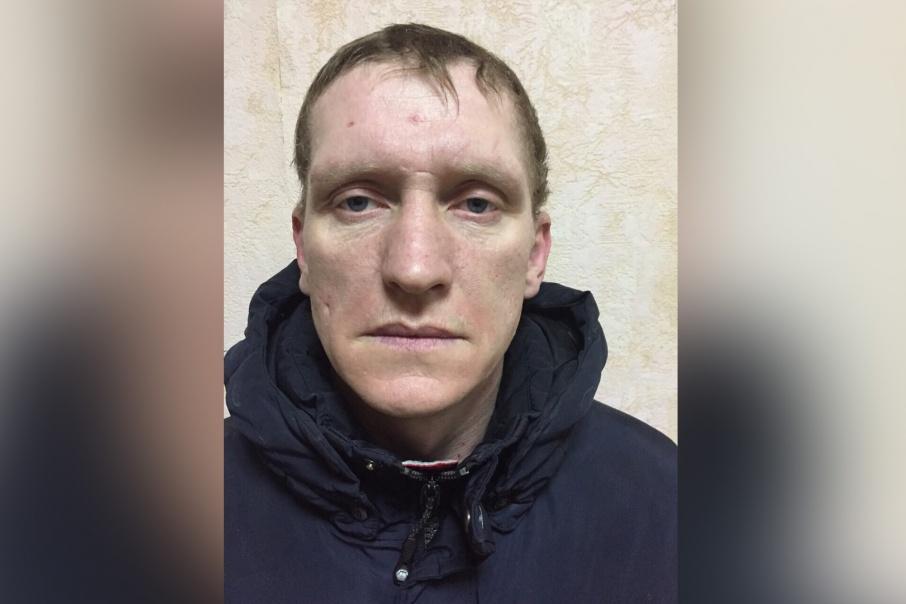 Сергей Меркулов сбежал из полицейской машины, когда та остановилась на светофоре