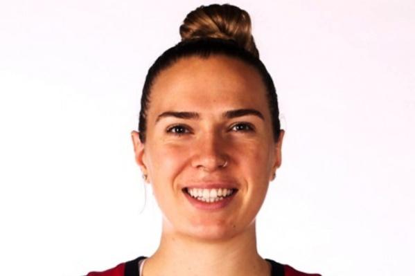 Рут играла за клубы Канады, Франции и Бельгии