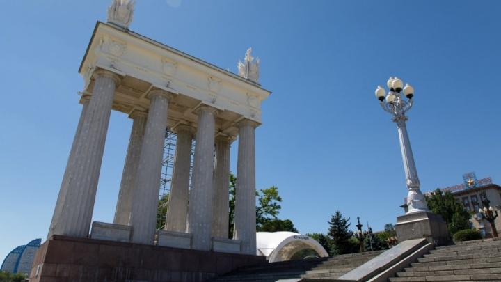 Забор на набережной Волгограда после фан-феста станет еще выше