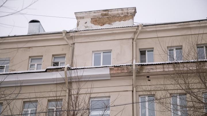 «Ремонт курильщика»: общественник сравнил фасад дома до покраски и после