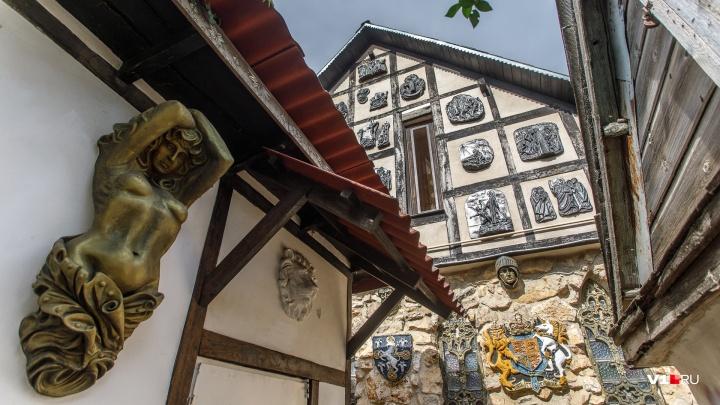 «Особняк появился из-за бедности»: под Волгоградом построили настоящий рыцарский замок