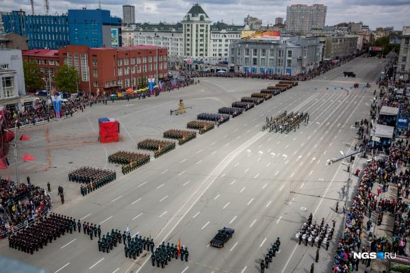 Парад Победы на площади Ленина в 2016 году
