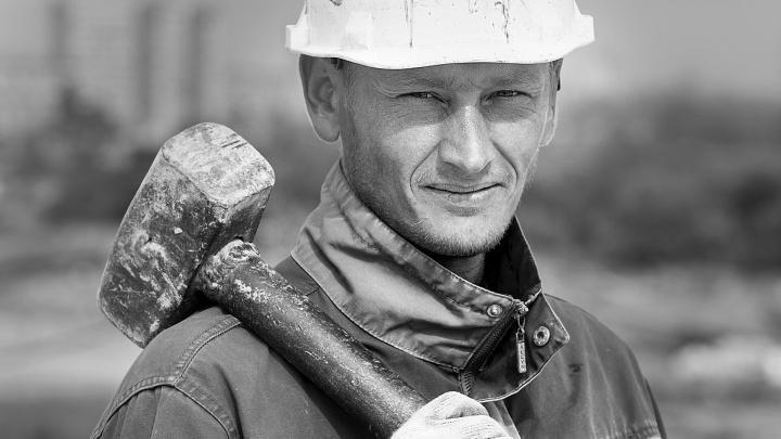 «Работа — наш второй дом»: 12 портретов тех, кто строит наш город