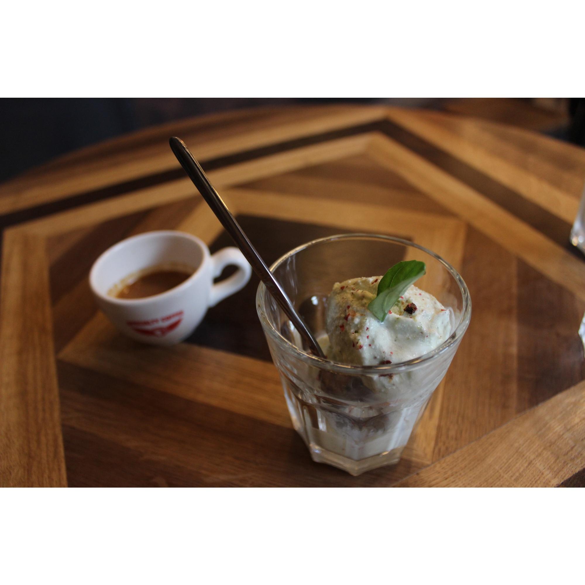 От других кофеен Coffee Collective пытается отличаться необычными рецептами