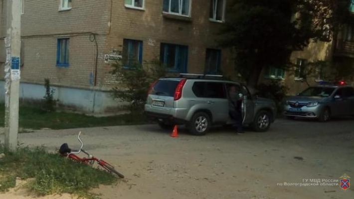 Внедорожник Nissan снес восьмилетнего школьника во дворе дома