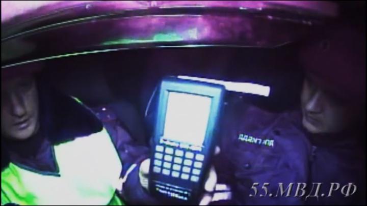 Полицейским пришлось стрелять по колесам ВАЗА с 22-летним водителем за рулём
