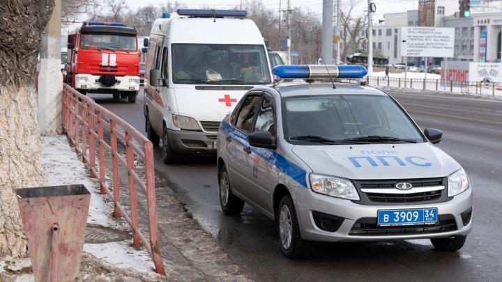 На третьей волне: в Волгограде эвакуировали больше 15 школ