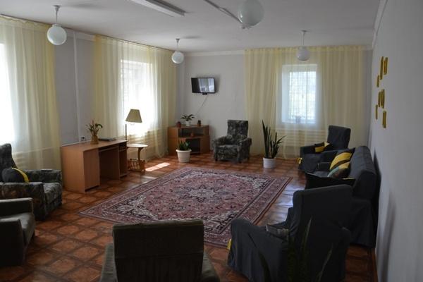 Кухня, душ и комната отдыха на 12 человек: в курганской колонии открыли место для отпуска осуждённых