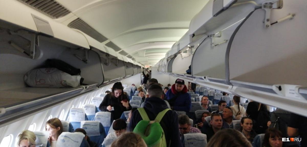 Онлайн-трансляция: пассажиры, самолет которых экстренно сел в Кольцово, вылетели в Китай
