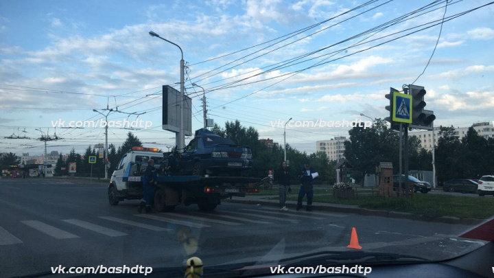 Смертельная авария в Уфе: ВАЗ-2115 залетел под эвакуатор