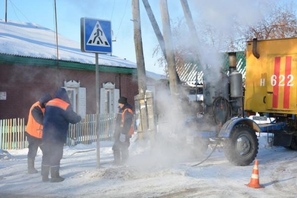 Работы с водопроводными и канализационными сетями в Омске идут круглый год