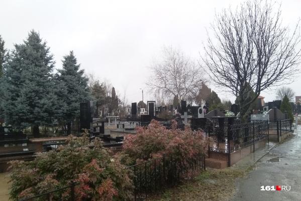 Содержать кладбище в порядке нужно будет весь год