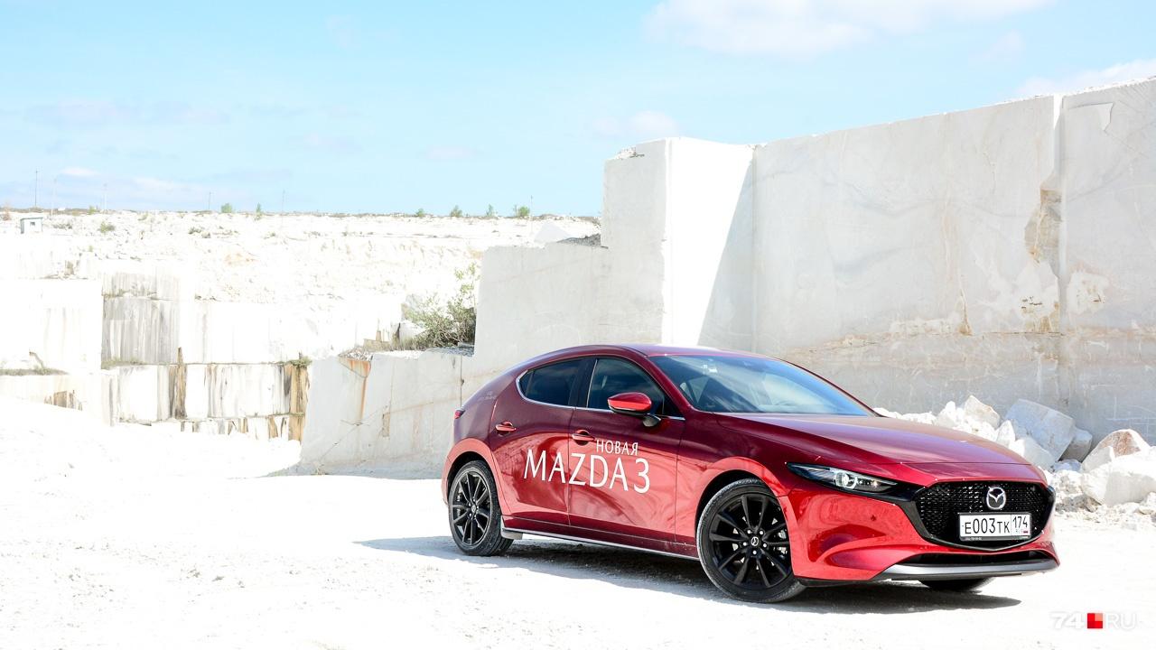 Выбирая по цене, на Mazda3 даже не взглянешь. Хотя нет — взглянешь всё равно