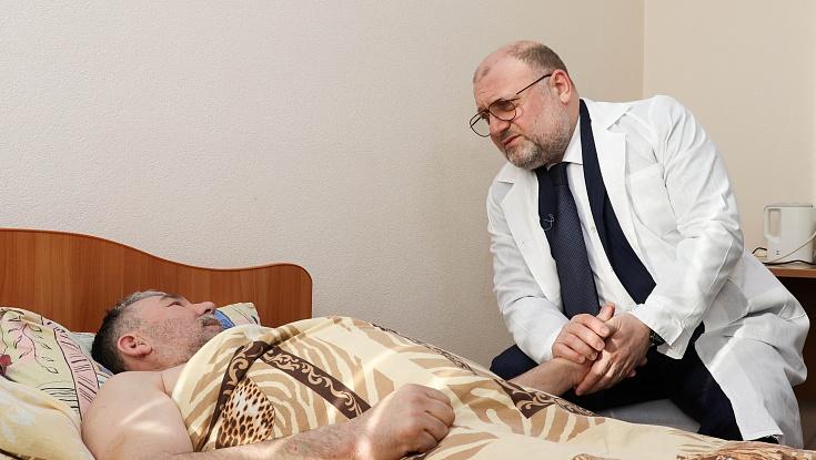 Чеченский министр Джамбулат Умаров встретился с пострадавшими