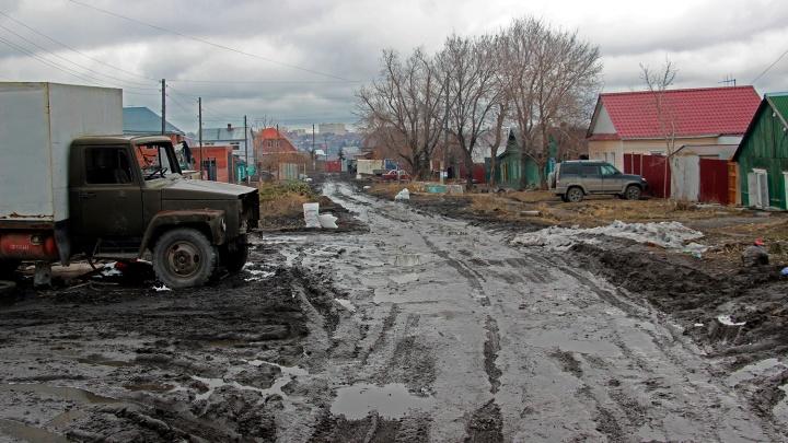 «Одним словом, деревня»: смотрим, как живётся в частном секторе у Омки