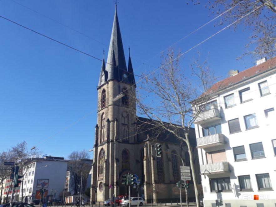 Готические соборы, марихуана и мужчины в мини: колонка екатеринбурженки, впервые побывавшей в Европе