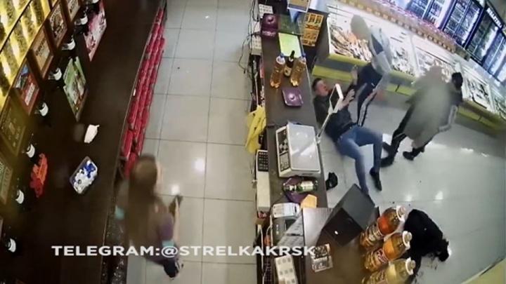 Напавшие с битой на посетителей алкомаркета добровольно сдались полиции