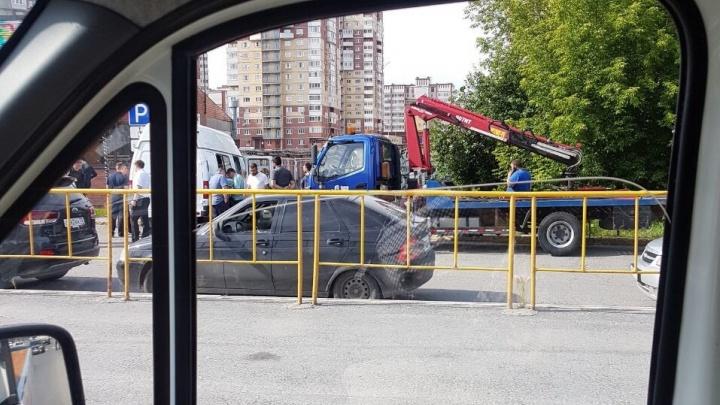 Во время рейда на Широтной судебные приставы арестовали 19 машин