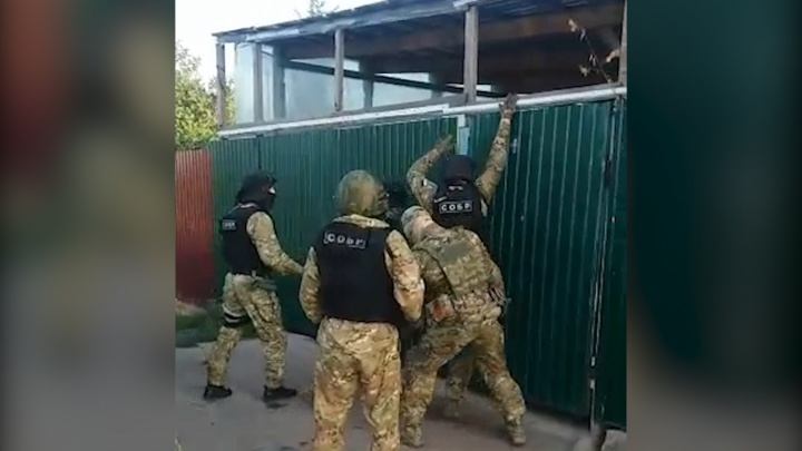 СОБР повалил грабителей на пол: задержание в Сызрани сняли на видео