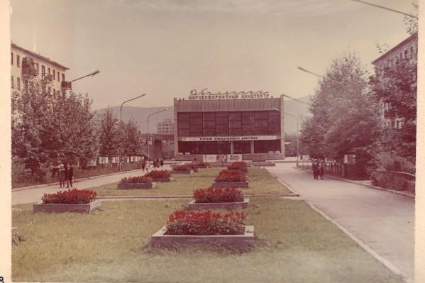 Кинотеатр «Юбилейный» в Красноярске был построен к пятидесятилетию Октябрьской революции