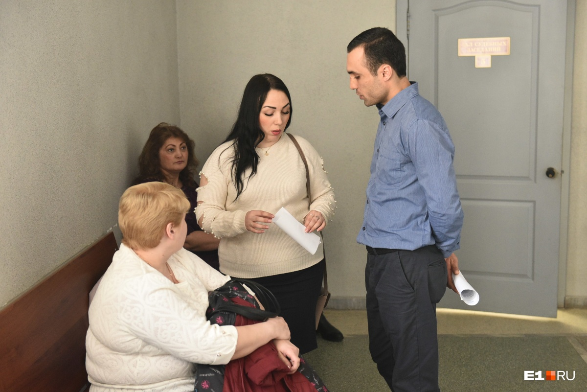 Поддержать Геворга на суд пришли жена, мама, теща, и все они родственники потерпевших