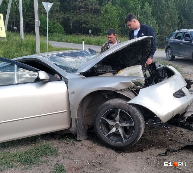 На Каменск-Уральском тракте водитель Mazda погиб после столкновения с лихачом на Nissan