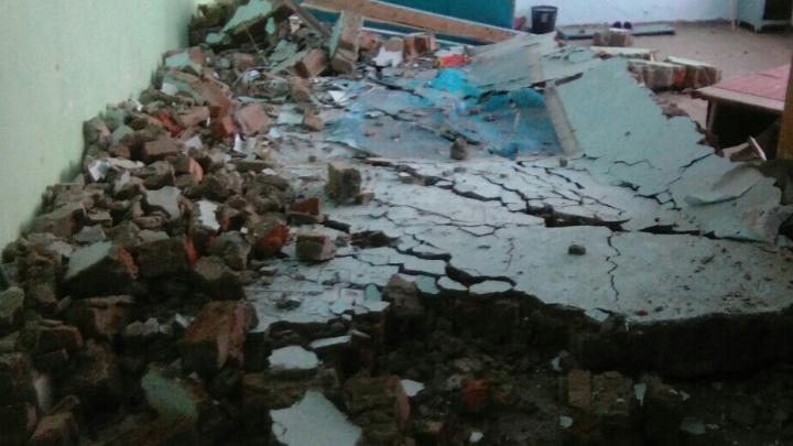 Стена обрушилась в школе в Новосибирской области