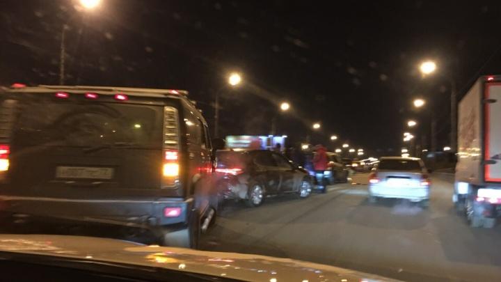 Собрался «паровозик» из восьми машин: массовая авария наПермякова
