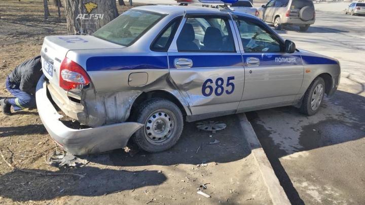 На площади Энергетиков водитель Suzuki въехал в припаркованный автомобиль ДПС