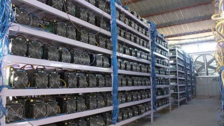 В Омске продают ферму для майнинга криптовалюты почти за четыре миллиона