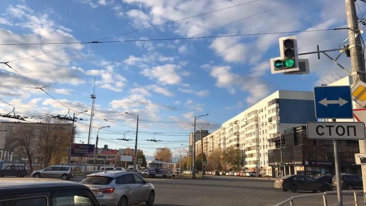 На Московском шоссе — Ново-Вокзальной водителям дали дополнительное время для поворота