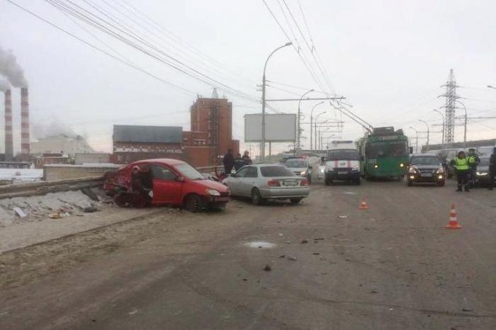 В ДТП попали три автомобиля