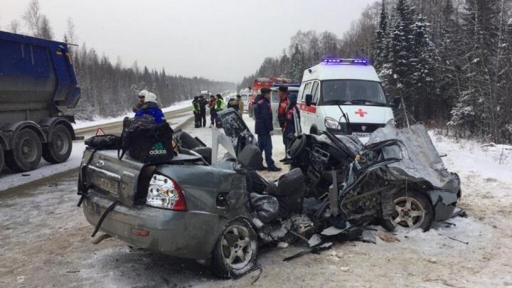 В аварии на трассе Пермь — Екатеринбург разбились бывшие одноклассники, которые ехали на похороны