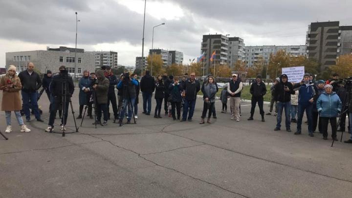 Жители Солнечного провели митинг за развитие инфраструктуры района
