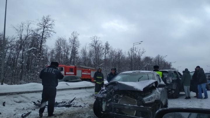Массовые ДТП: на Волжском шоссе столкнулись 10 машин