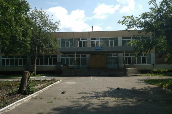 Конфликт 45-летнего мужчины и подростков произошел возле школы № 52 на Елизавете
