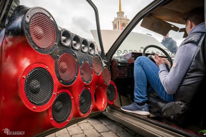 Представляете, какой звук будет в машине, если захлопнуть дверь и включить музыку