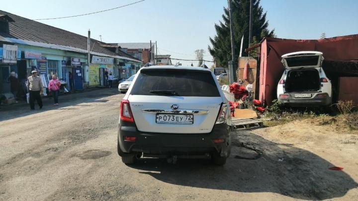 Водителю стало плохо за рулем: подробности ДТП в Ишиме, где автомобилист задавил продавца ларька