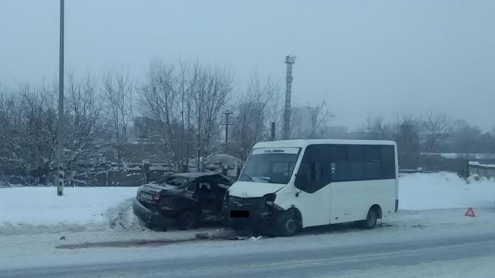 В Перми водитель иномарки пострадал в ДТП с автобусом