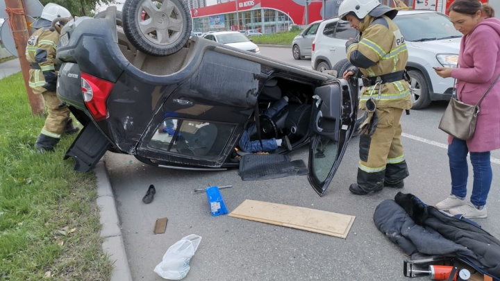 «Водитель был пьян, сопротивлялся медикам»: участник ДТП на Шефской снял последствия аварии на видео