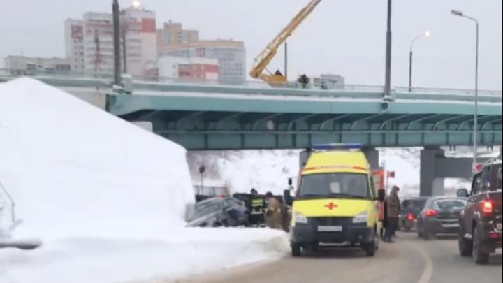 Два в кювете, один посреди трассы: массовая авария на улице Старцева в Перми