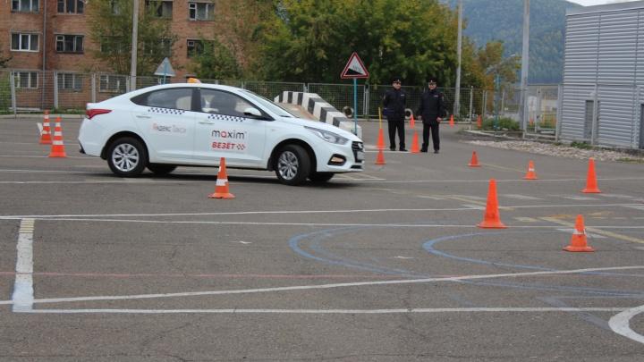 Лучшего водителя среди легальных таксистов выбрали в Красноярске