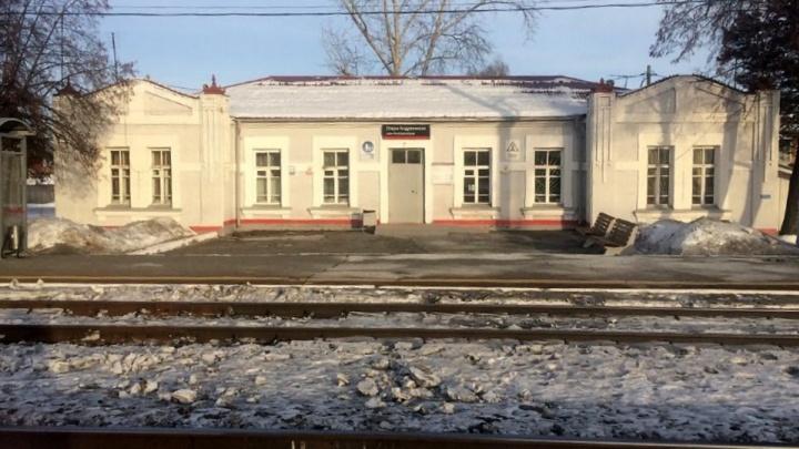 Под Тюменью грузовой поезд насмерть сбил 28-летнего мужчину